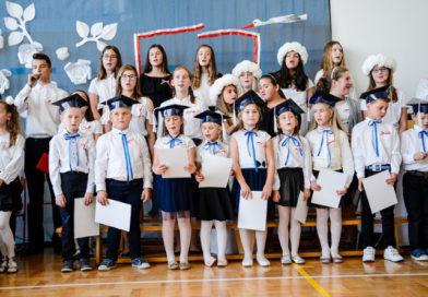 Święto Publicznej Szkoły Podstawowej im. Jana Pawła II w Łążku