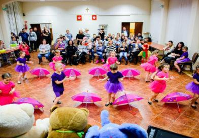 Występ zespołu tańca z Gorzyc dla dzieci z Domów Dziecka