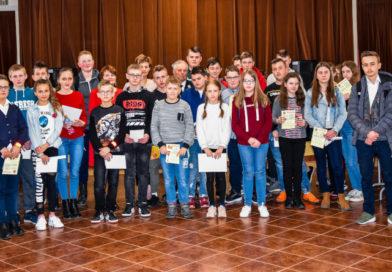 Młodzież wykazała się wiedzą z zakresu pożarnictwa, w gminie Łoniów wyłoniono najlepszych