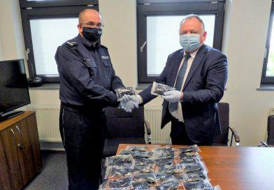 Maseczki dla sandomierskich policjantów
